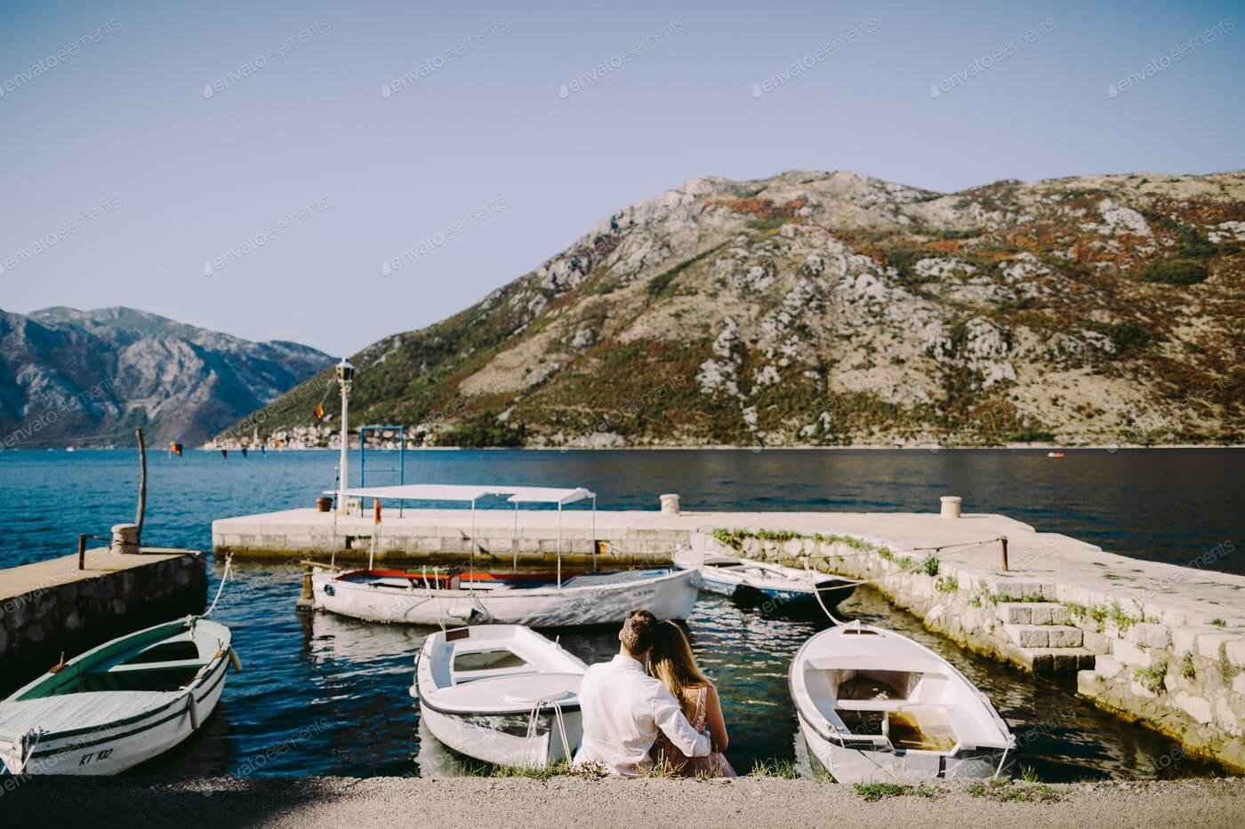 couple travel Balkans